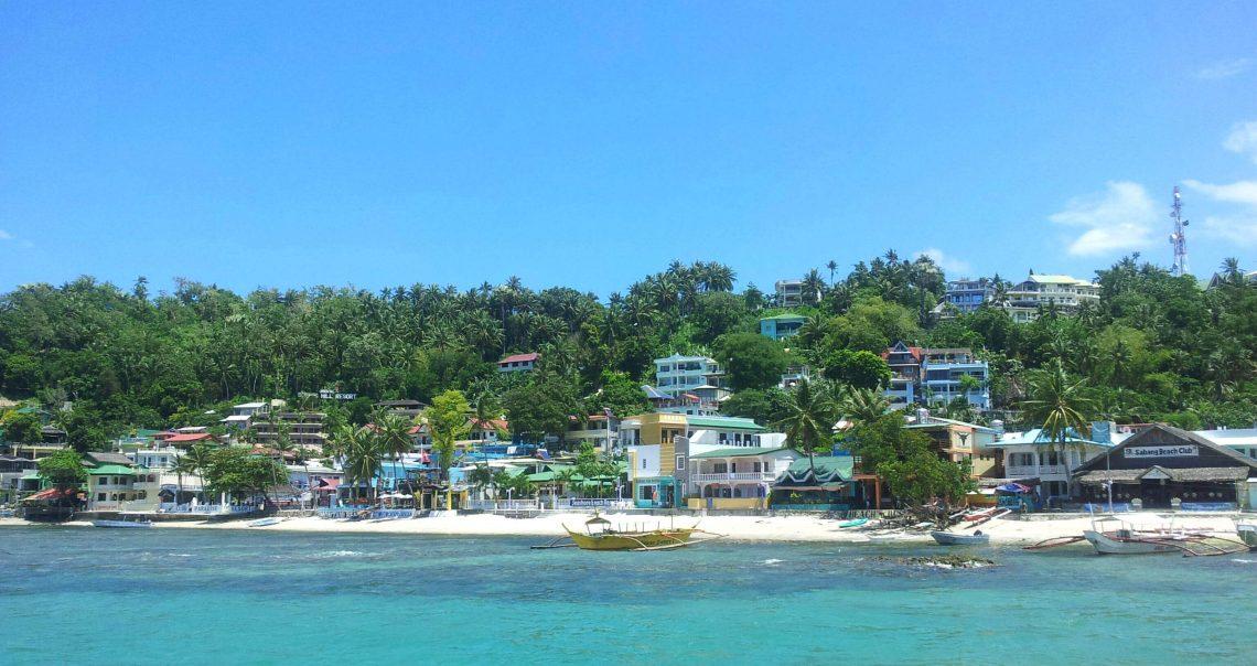 playas en puerto galera manila