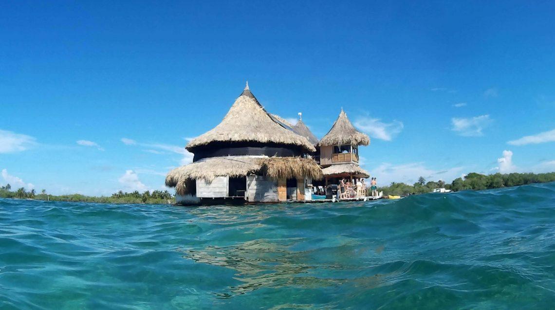 casa en el agua colombia tintipan