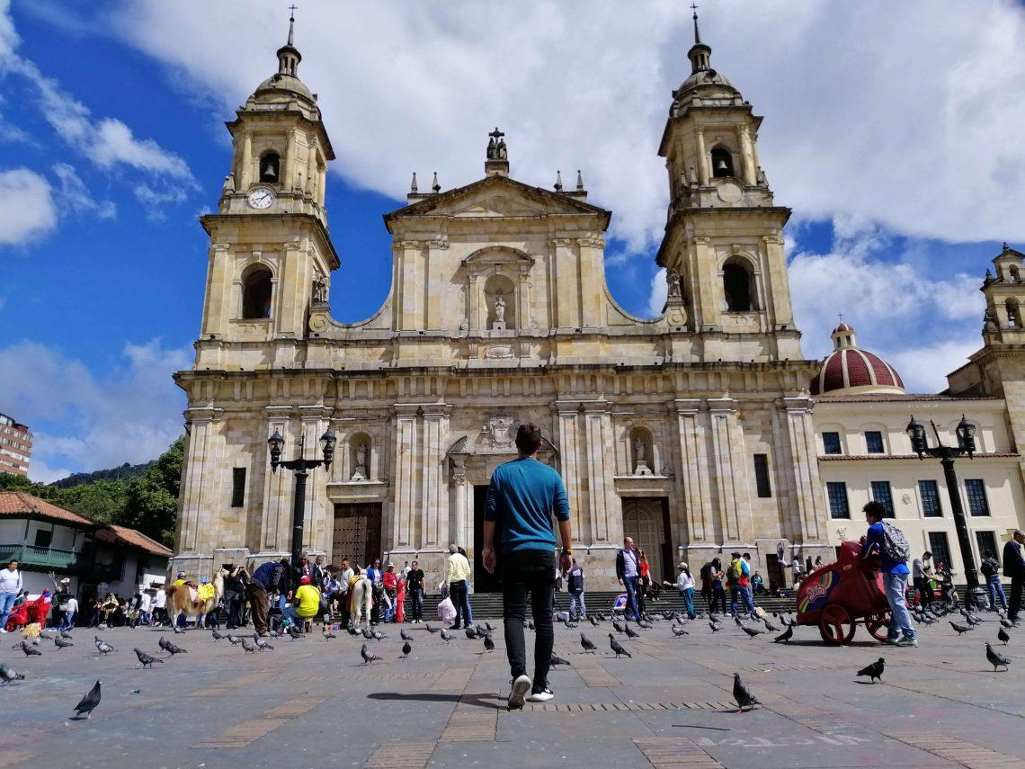 Catedral Primada en plaza Simón Bolívar.