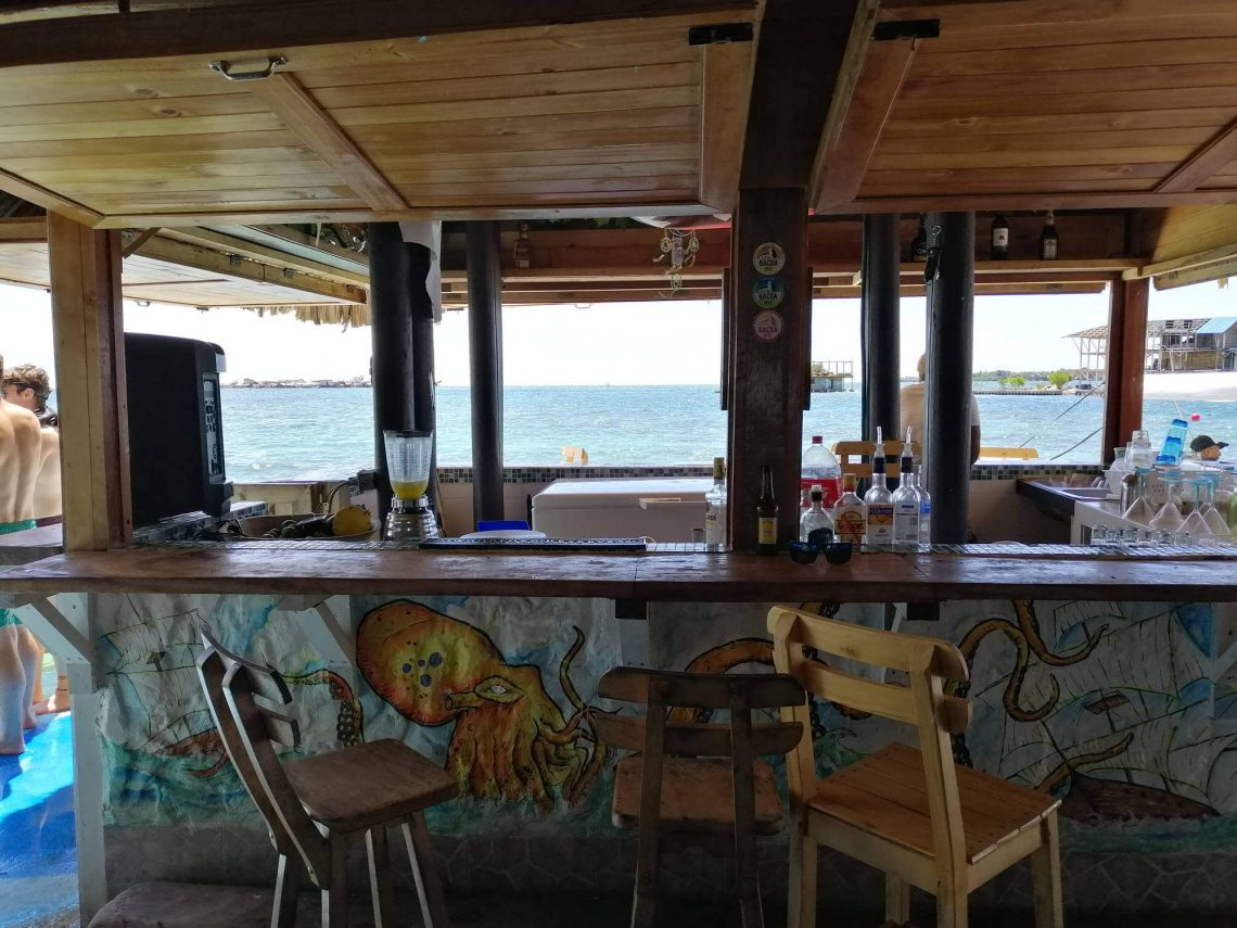 bar casa en el agua