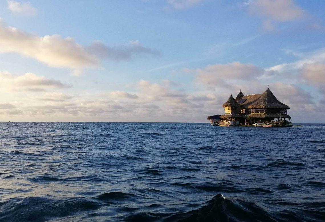 casa en el agua cartagena colombia