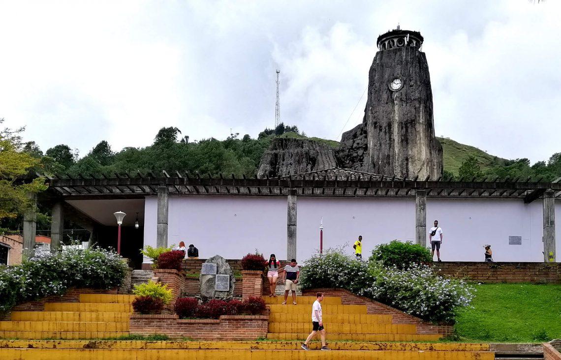 excursion a guatape desde medellin colombia