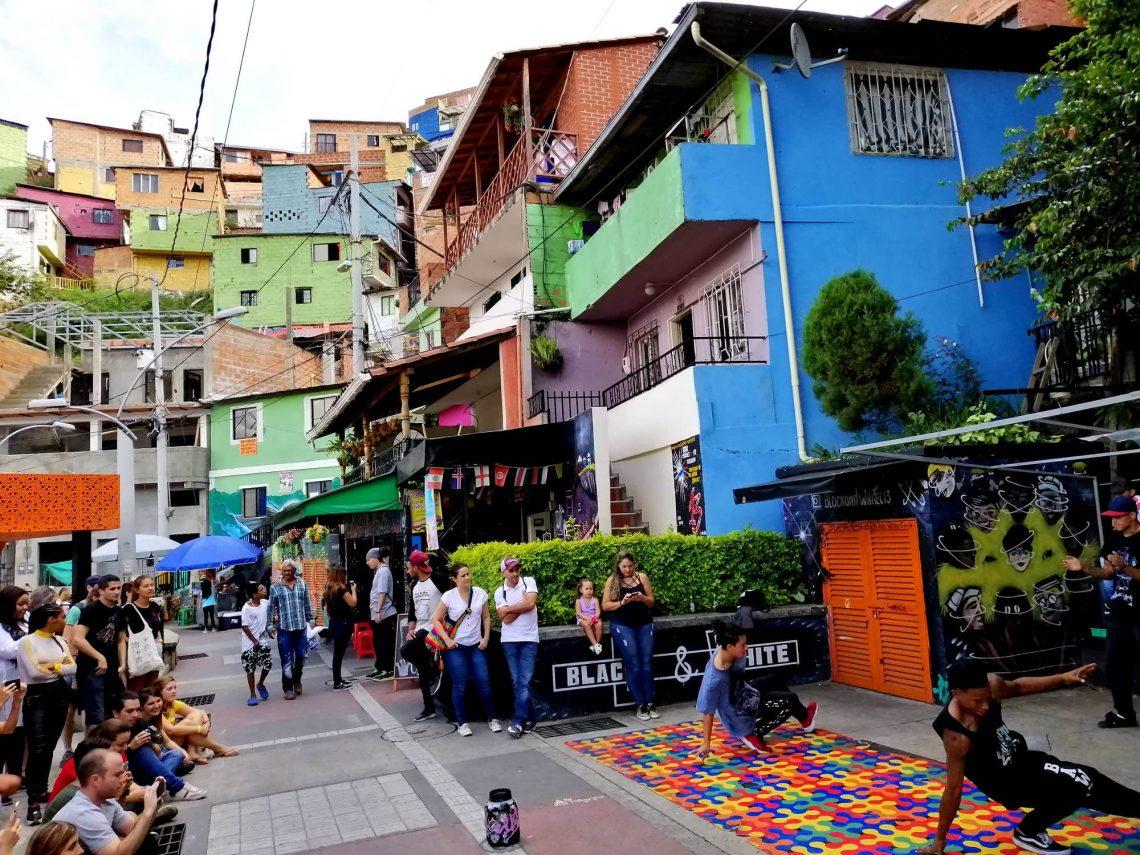 visitar comuna 13 medellin colombia