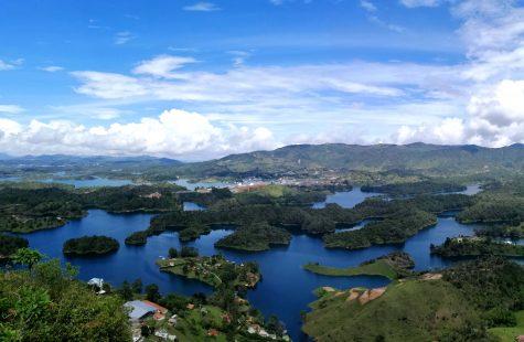 visitar guatape Colombia desde medellin fotos