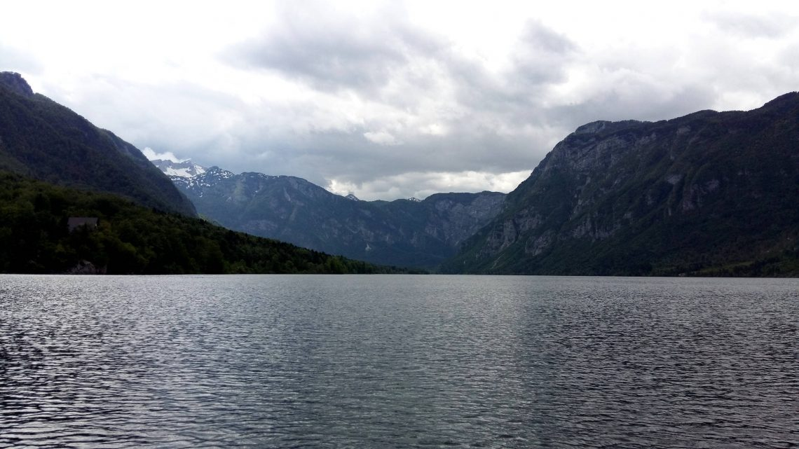 lago bohinj eslovenia paisaje