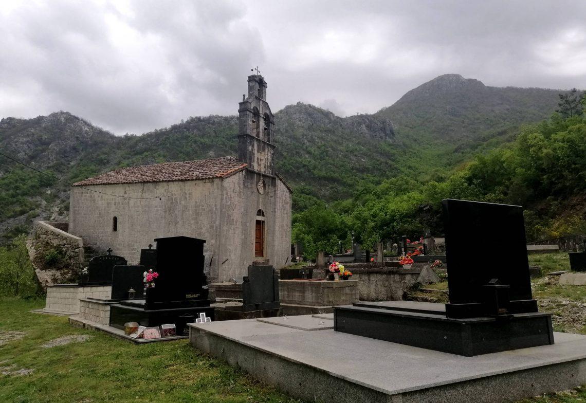 Cementero cerca de Godinje