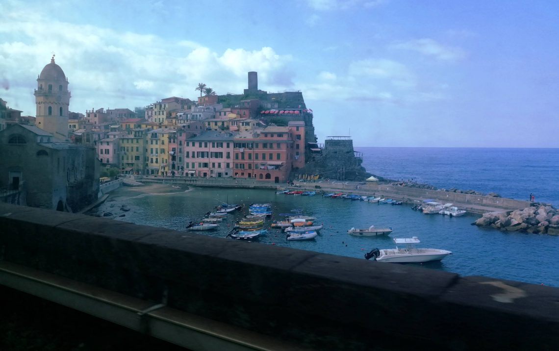 Pueblos de Cinque Terre desde el tren