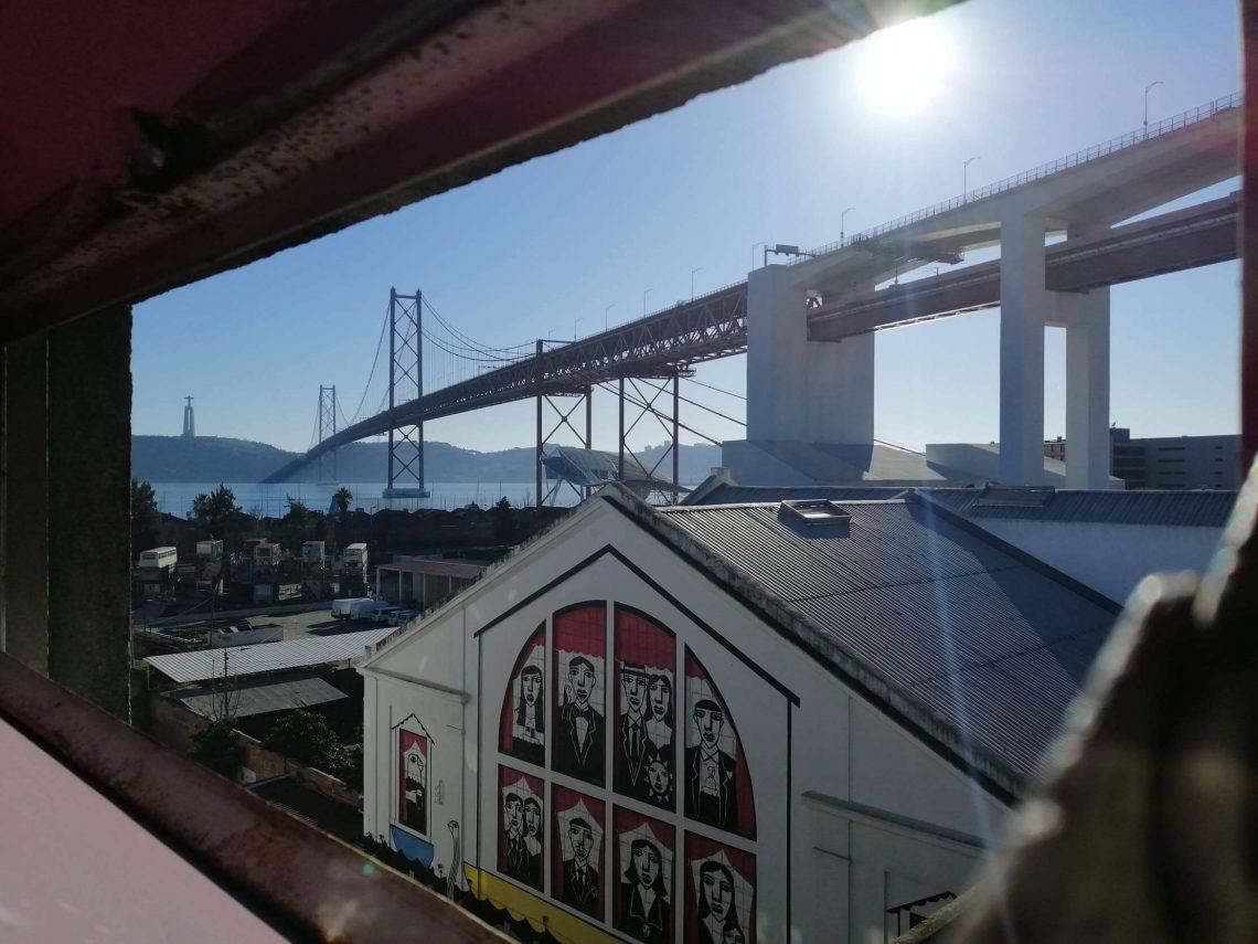 Vistas al puente 25 de abril desde el LX Factory.