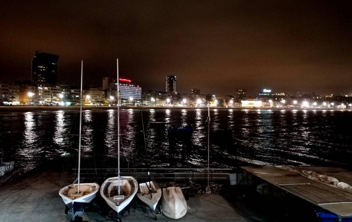 Las Palmas de Gran Canaria de noche.