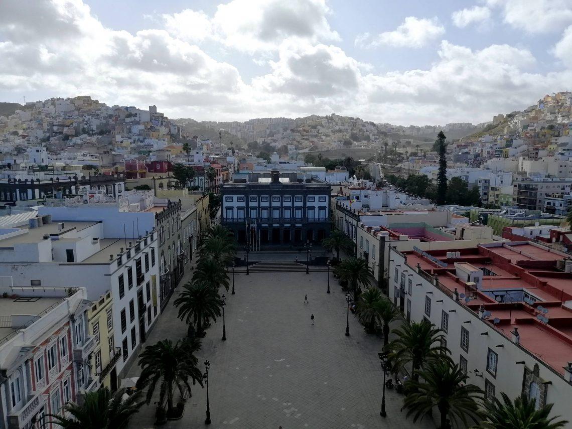 Plaza de Santa Ana, desde la Catedral.