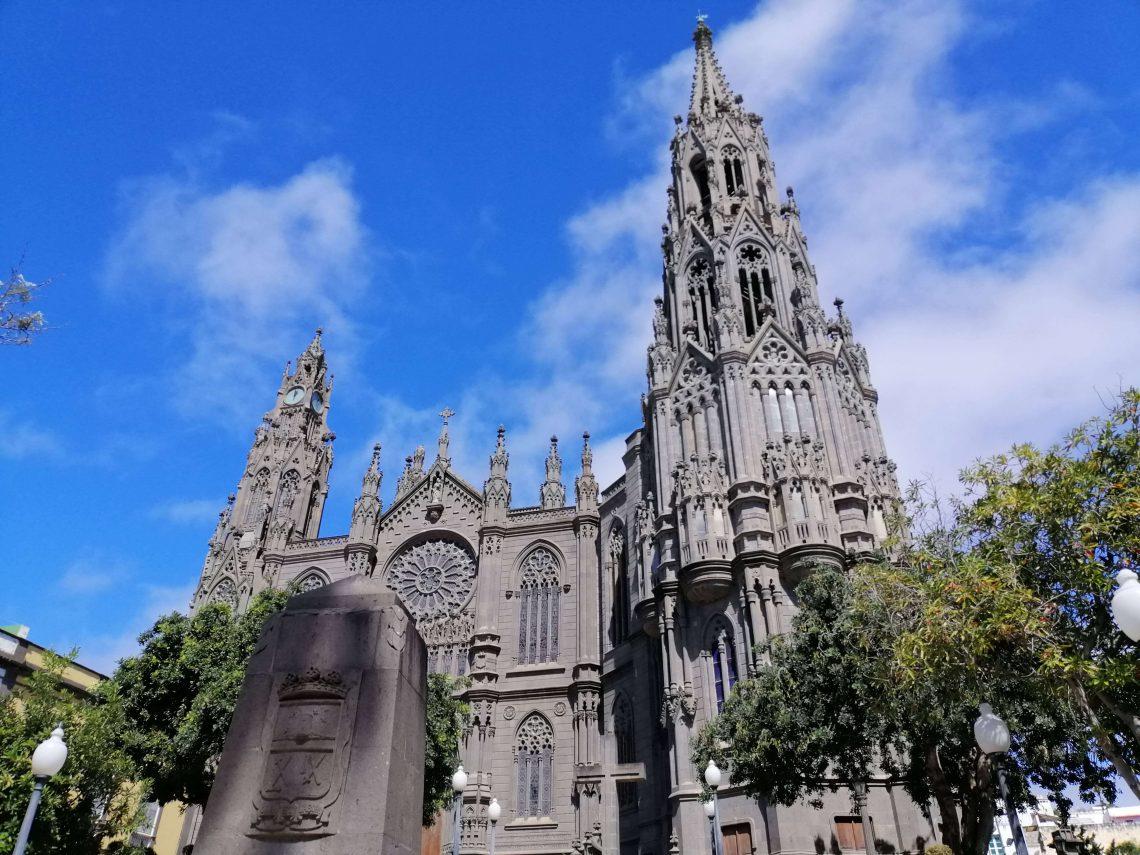 Iglesia de Arucas, pueblo de Gran Canaria con encanto
