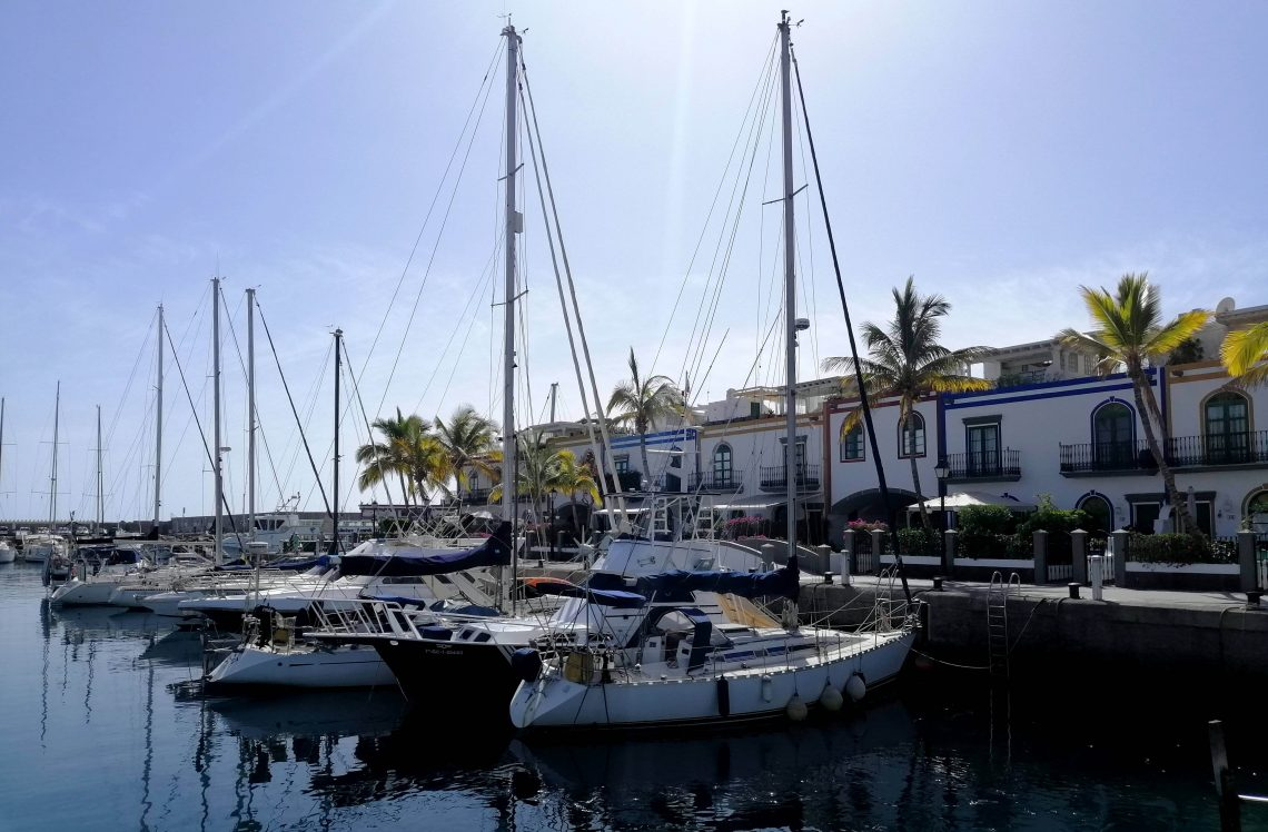 Barcos amarrados en el Puerto de Mogán.